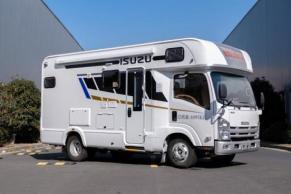 新星五十铃中卡房车!5.2T+自动挡,出厂10度电能住8人